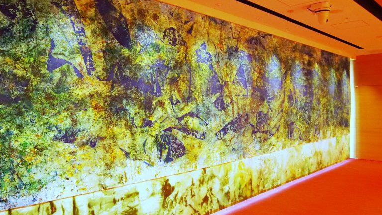 《光の森》2018年 キャンバスに油彩 250×1000cm 神田明神文化交流館 「EDOCCO」令和の間にて撮影