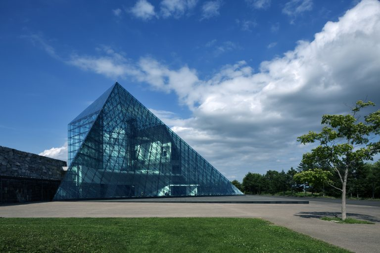 「ガラスのピラミッド